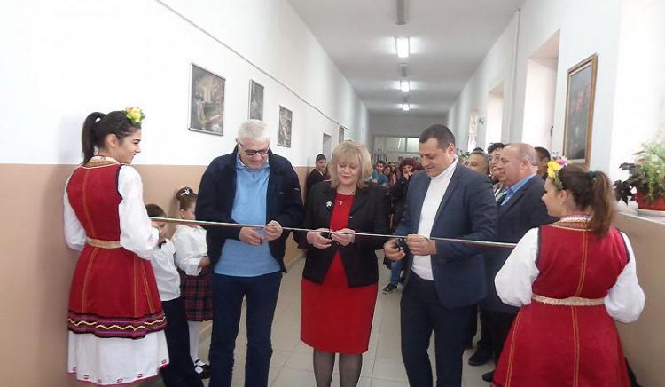 Петър Кънев откри център за интерактивно образование беше открив Карнобат
