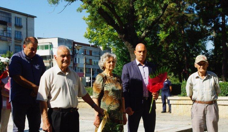 Николай Тишев и Тодор Байчев участваха в честванията на 9-ти септември в Карнобат