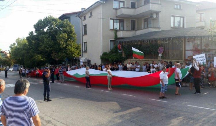 Николай Тишев и Тодор Байчев подкрепиха протеста на жителите на Обзор