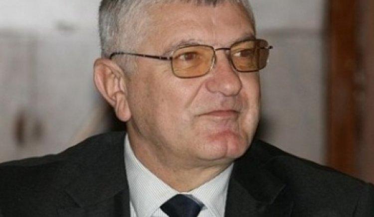 Петър Кънев финансира църква и помогна с лични средства на хора от Бургас