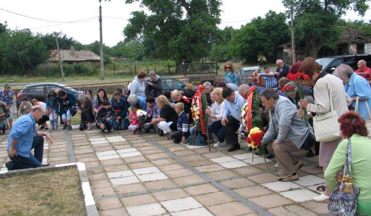 Бургаски антифашисти почетоха паметта на Николай Лъсков