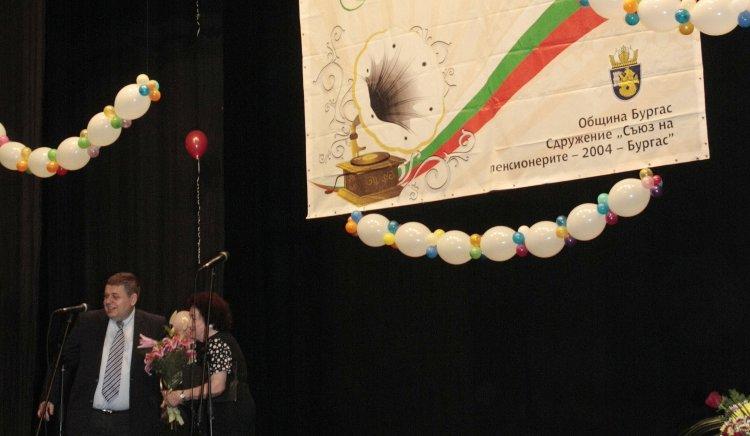 """Евгений Мосинов пръв поздрави участниците в националния фестивал """"Сребро в косите, песен в душите"""""""