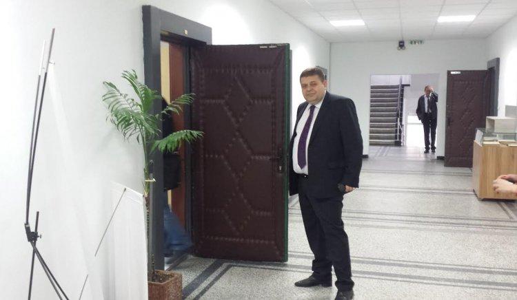 Кандидатът за кмет на Бургас Евгений Мосинов на откриването на Европейски клуб към Търговска гимназия Бургас