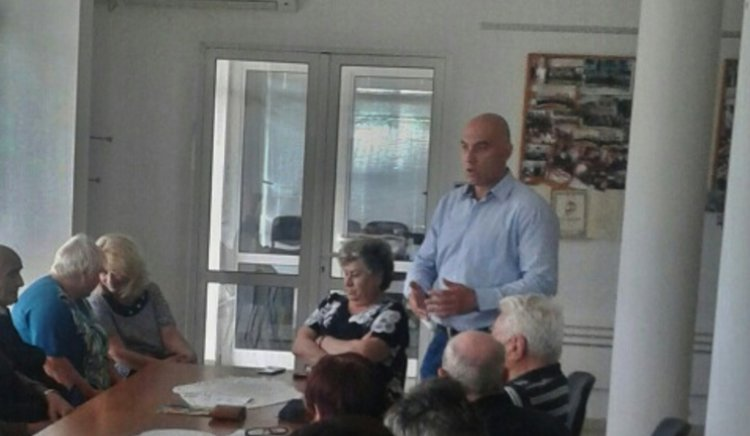 Жителите на Поморие питаха Николай Тишев за пенсиите