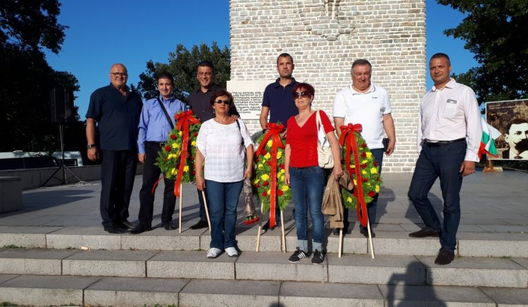 Социалисти от Бургаска област преклониха глава на Петрова нива пред героите, загинали в Илинденско-Преображенското въстание