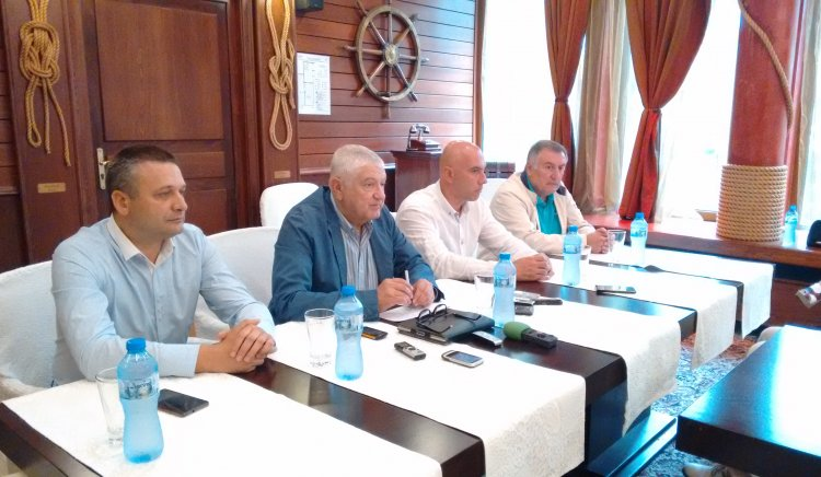 """Бургаските народни представители от """"БСП за България"""": Парламентът заработи, но е за сметка на българските граждани"""