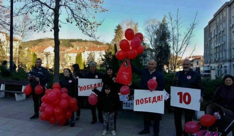 Червени балони полетяха над Айтос